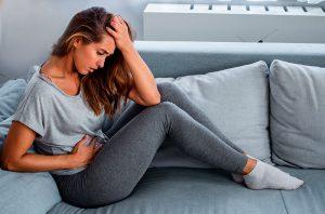 Vômitos, dor abdominal e diarreia: devo me preocupar com COVID-19?